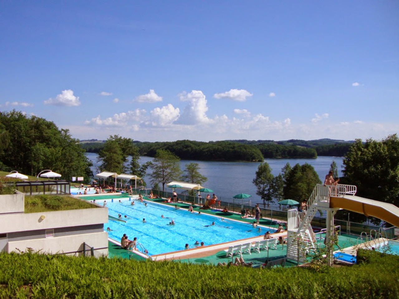 Activities lake cantal camping for Camping piscine